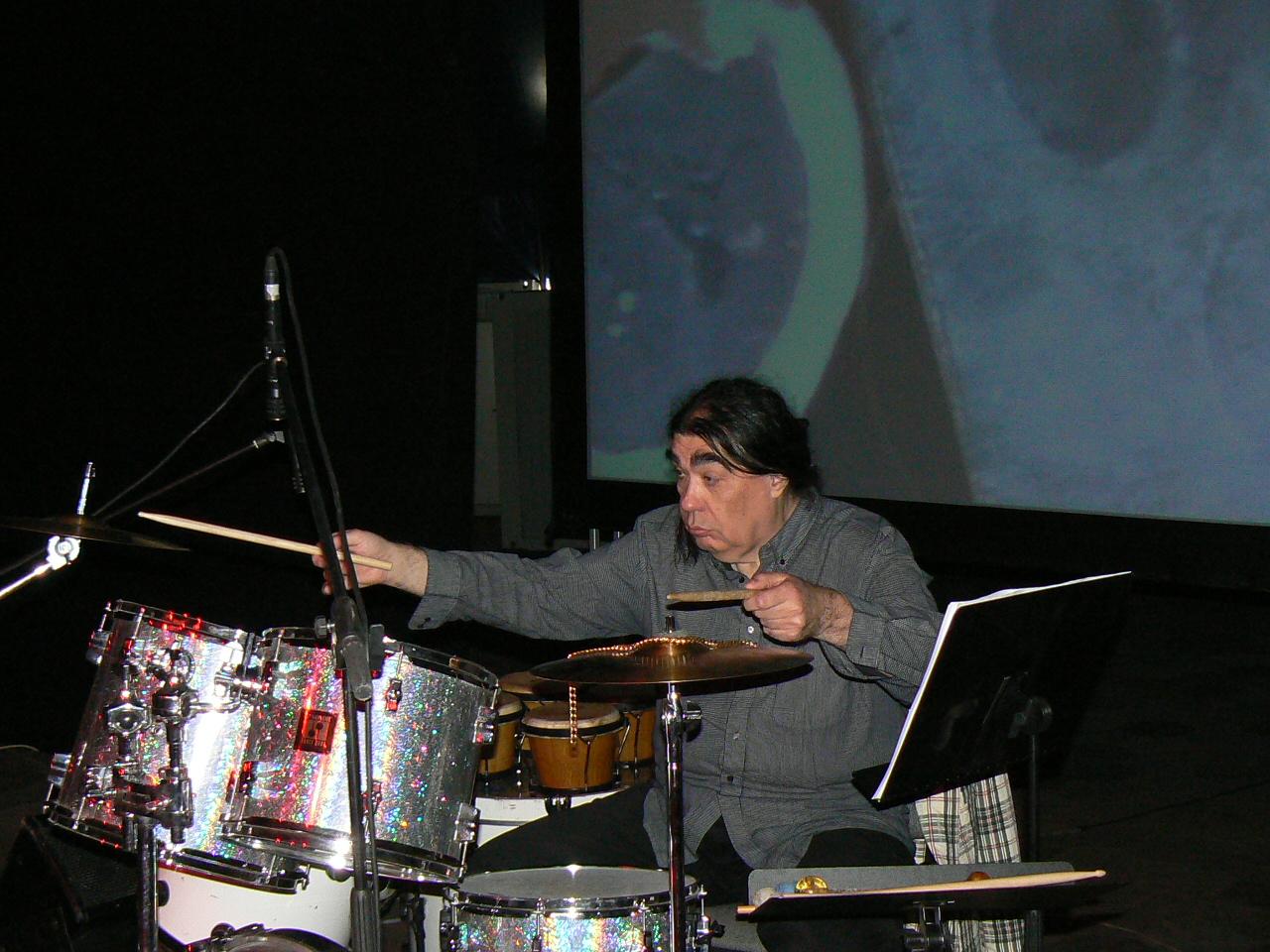 Siberfest 13 04 07 Iancu Dumitrescu demonstrează la baterie Foto SPC