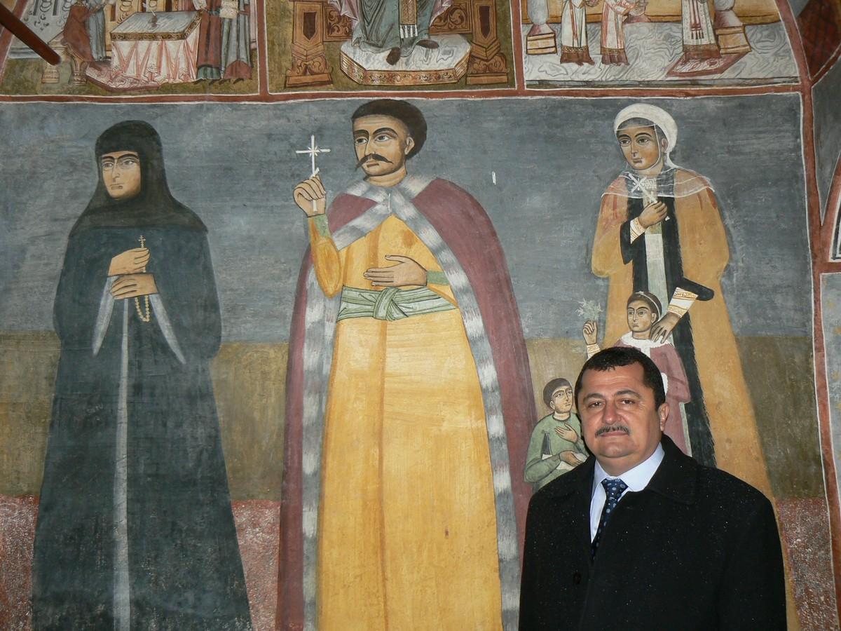 Descoperire Foto-Mihai Pârâianu lângă strămoşul său-Mânăstirea Polovragi