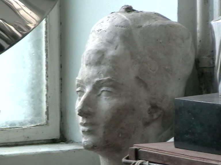 Constantin Lucaci, 2009, soţia artistului-ipsos patinat-aprox 1960