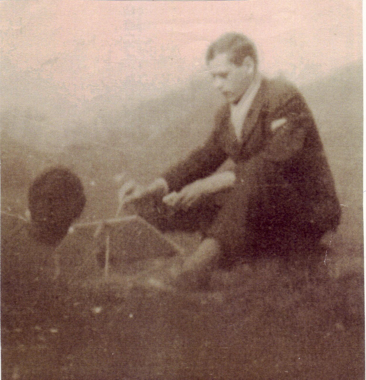 Simion Petre Cichirdan pe Capela, pictand, foto Mircea Vasile colecţia C. Poenaru, 1964