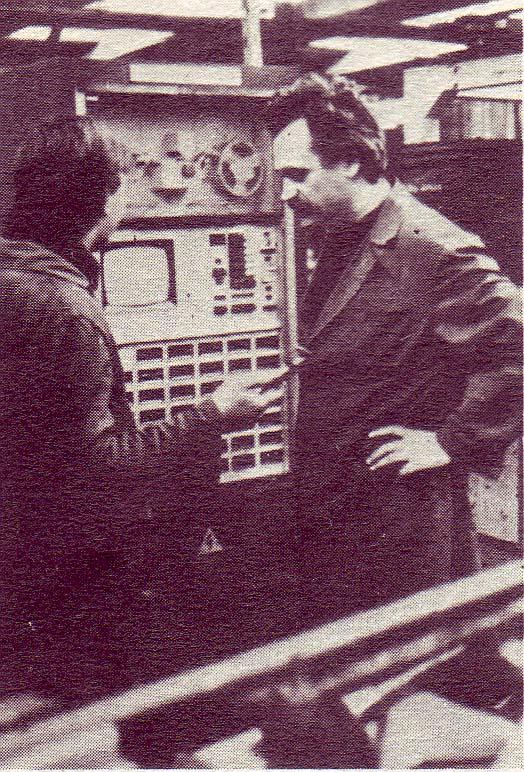În faţa benzii perforate, 1986, foto Agerpres, Hervil, Rm Vâlcea