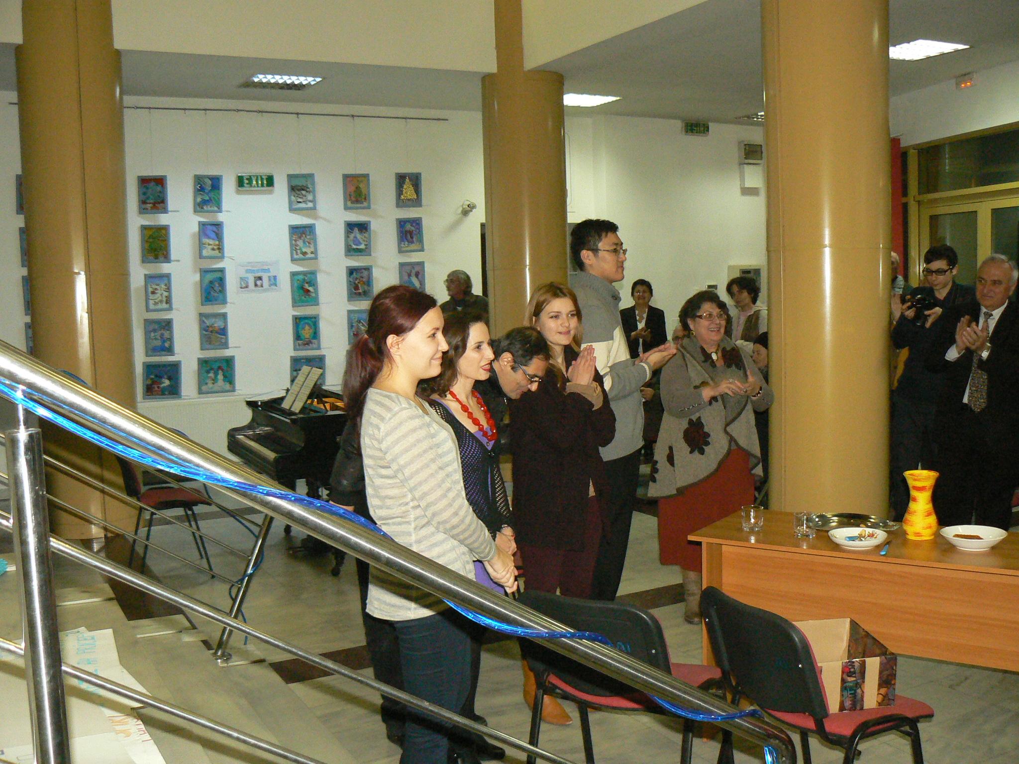 Dupa spectacol Sanda Constantinescu, multumind artistilor si...publicului