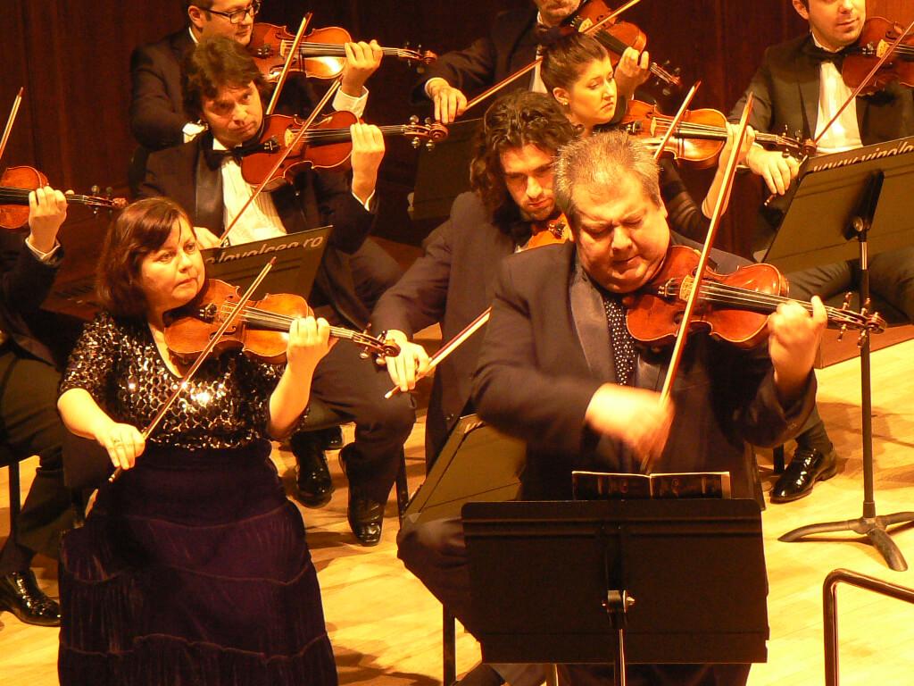 Florin Ionescu-Galaţi şi orchestra Filarmonicii Ion Dumitrescu-concertmaistru Meda Stanciu
