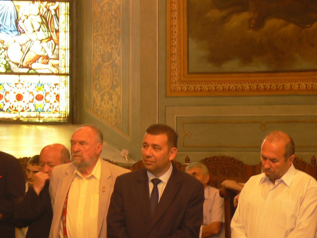 Stefan Staiculescu, viceprimarul Eduard Varlan si prefectul Dumitru Cornoiu la slujba de pomenire
